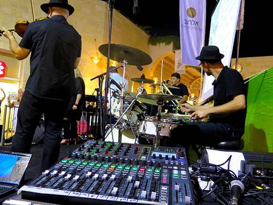 מופע בקניון ממילא בירושלים